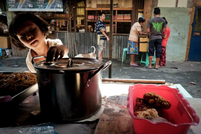 Move For Hunger >> Happyland meal: Kaldereta a la pagpag