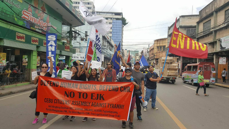 DIVERSE. Several groups join the protest held at the Metro Colon, Cebu. Photo by Jumjum Ouano/Rappler