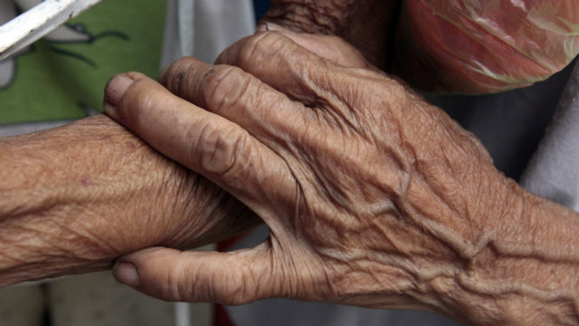OLD, POOR. NSCB reports that the latest poverty incidence among the country's senior citizens is 15.8% as of 2009, while the magnitude of poor is around 1.1 million. File photo by Dennis Sabangan/EPA