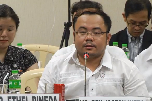 FAKE NEWS. Thinking Pinoy blogger RJ Nieto, also a consultant at the Department of Foreign Affairs, appeared at the Senate hearing on fake news online. Photo by Rappler