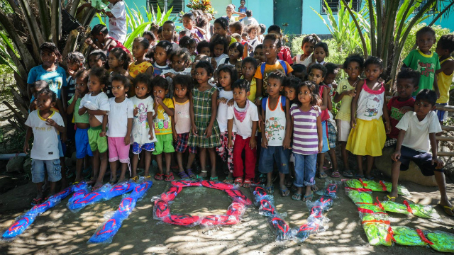 SHARE LOVE. Students from Sitio Burog Elementary School in Tarlac receive slippers and books from MovePH. Photo by Vina Salazar/Rappler