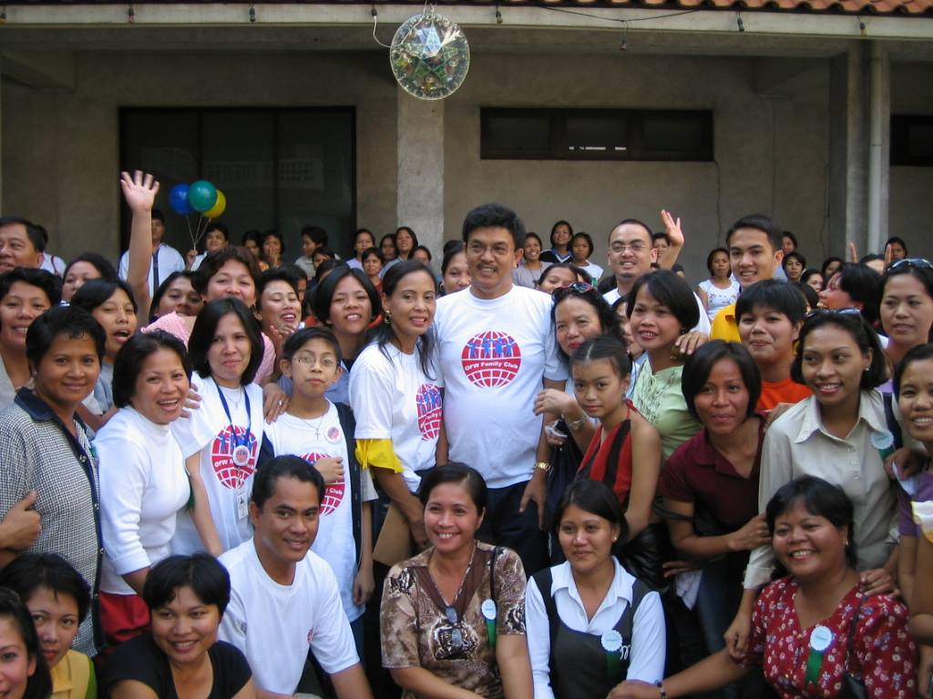 HELPING OFWS. This photo shows the OFW Family Club during its early years. The club has now grown to 2 million card-bearing members worldwide.