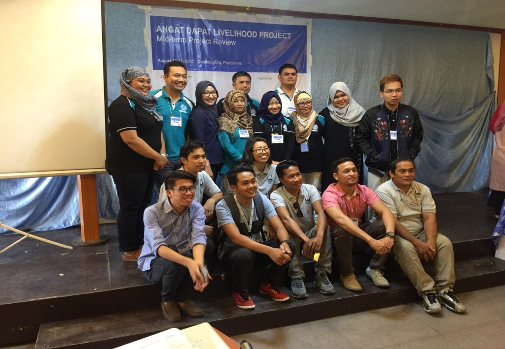 BUSINESS WITH A PURPOSE Personnel of The Moropreneur, Inc. and one of its partner organizations, the Islamic Relief Worldwide-Philippines.