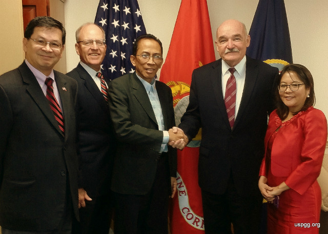 PENTAGON MEETING. Kalayaan Mayor Eugenio Bito-onon (3rd from left) meets with Dennis McGinn (4th), the US Navy's assistant secretary for energy, installations, and environment, accompanied by members of the US Pinoys for Good Governance on September 28, 2015. Photo courtesy of Eric Lachica/USPGG