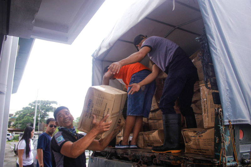 #RELIEFPH. Volunteers unload relief packs at the DSWD field office in Central Luzon for distribution to families affected by the continuous rain and heavy flooding. Photo courtesy of DSWD