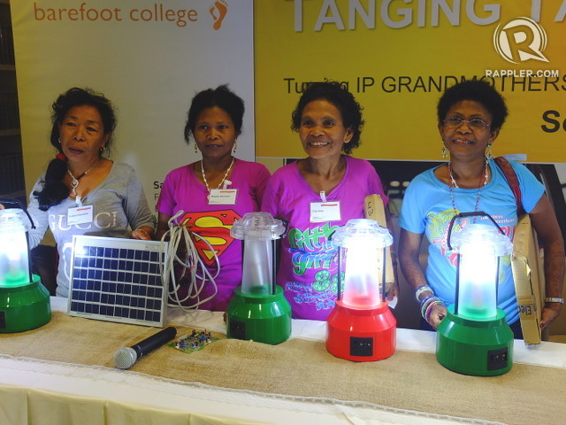 'SOLAR LOLAS.' (From left to right) Evelyn Clemente, Magda Salvador, Cita Diaz and Sharon Flores are back from India to share their knowledge on using the sun to power lanterns. Photo by Pia Ranada/Rappler