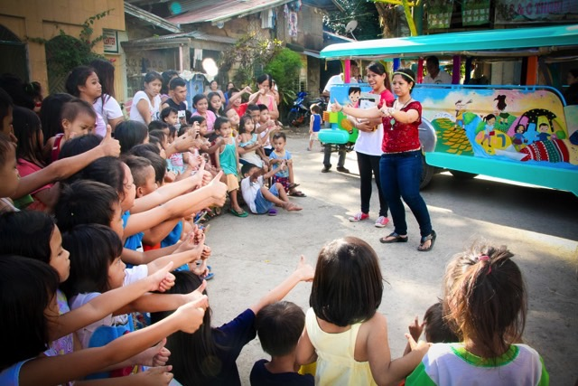 MOBILE OUTREACH. The Pandoo foundation engages children with kid-centered activities like story-telling, role-playing, and games. Photo courtesy of Pandoo Foundation