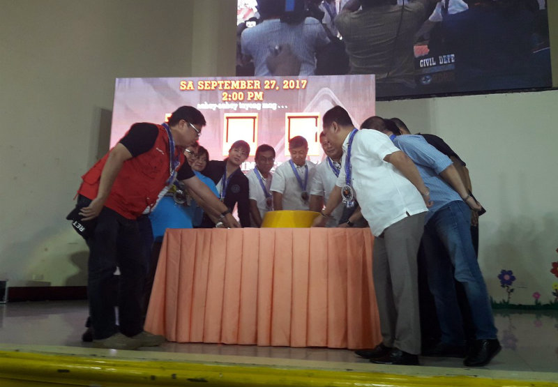 JUST A DRILL. The 3rd nationwide simultaneous earthquake drill starts with the pressing of the ceremonial button in Bacoor, Cavite. Photo courtesy of the Office of the Civil Defense