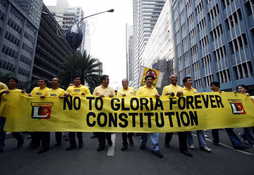 A HANDFUL OF LP MEN: The Liberal Party opposed Charter Change moves by the Arroyo administration. Senate file photo