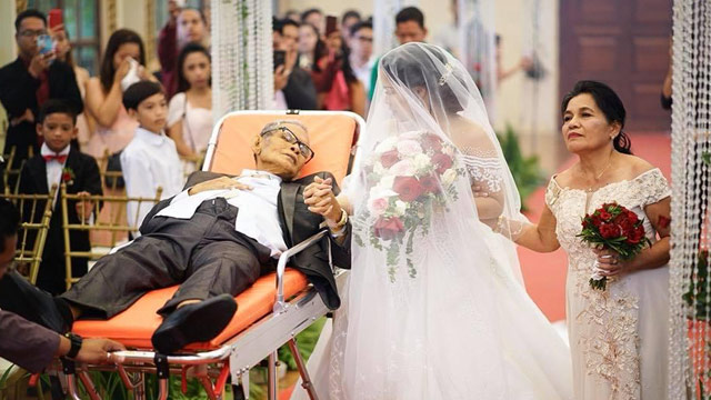 HEARTBREAKING. Bedridden father walks her daughter, Charlotte Gay N. Villarin, down the aisle on August 9, 2018. Photo from Law Tapalla Photography Facebook page