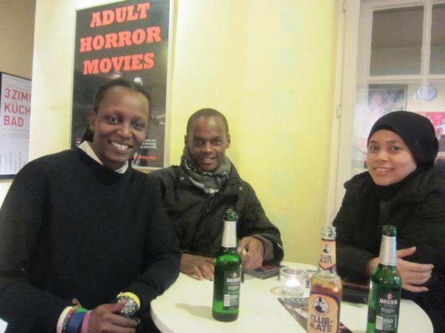 Penulis (kanan) bersama Kasha Jacqueline (kiri), sahabat David Kato, yang menjadi obyek film 'Call Me Kuchu'. Foto dari Febriana Firdaus