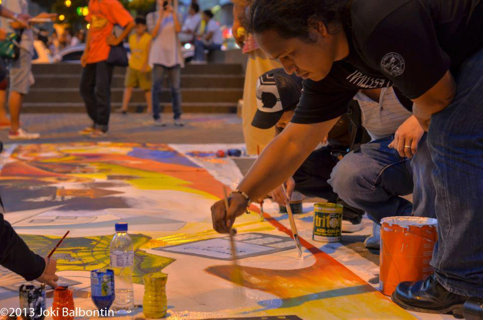 CREATING HOPE. Dire Husi founder Rhyan Casino paints on a canvass in the streets of CDO.