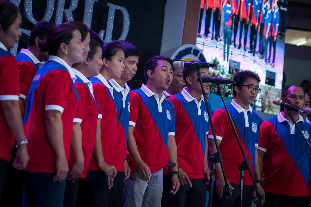 TALENT. Teachers showcase their talent as they serenade fellow teachers during the National Teachers' Day celebration at Ibalong Centrum in Legazpi City