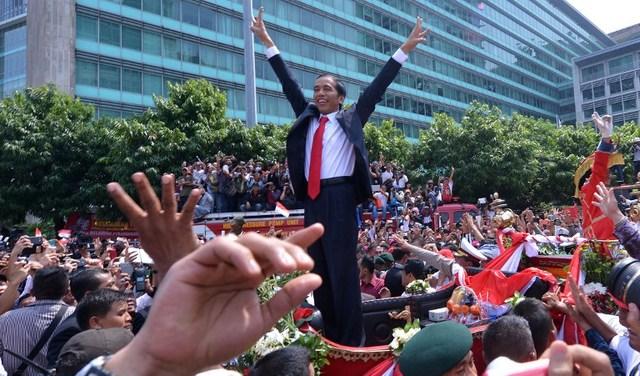 President Joko Widodo saat merayakan pelantikannya sebagai presiden. Foto oleh AFP