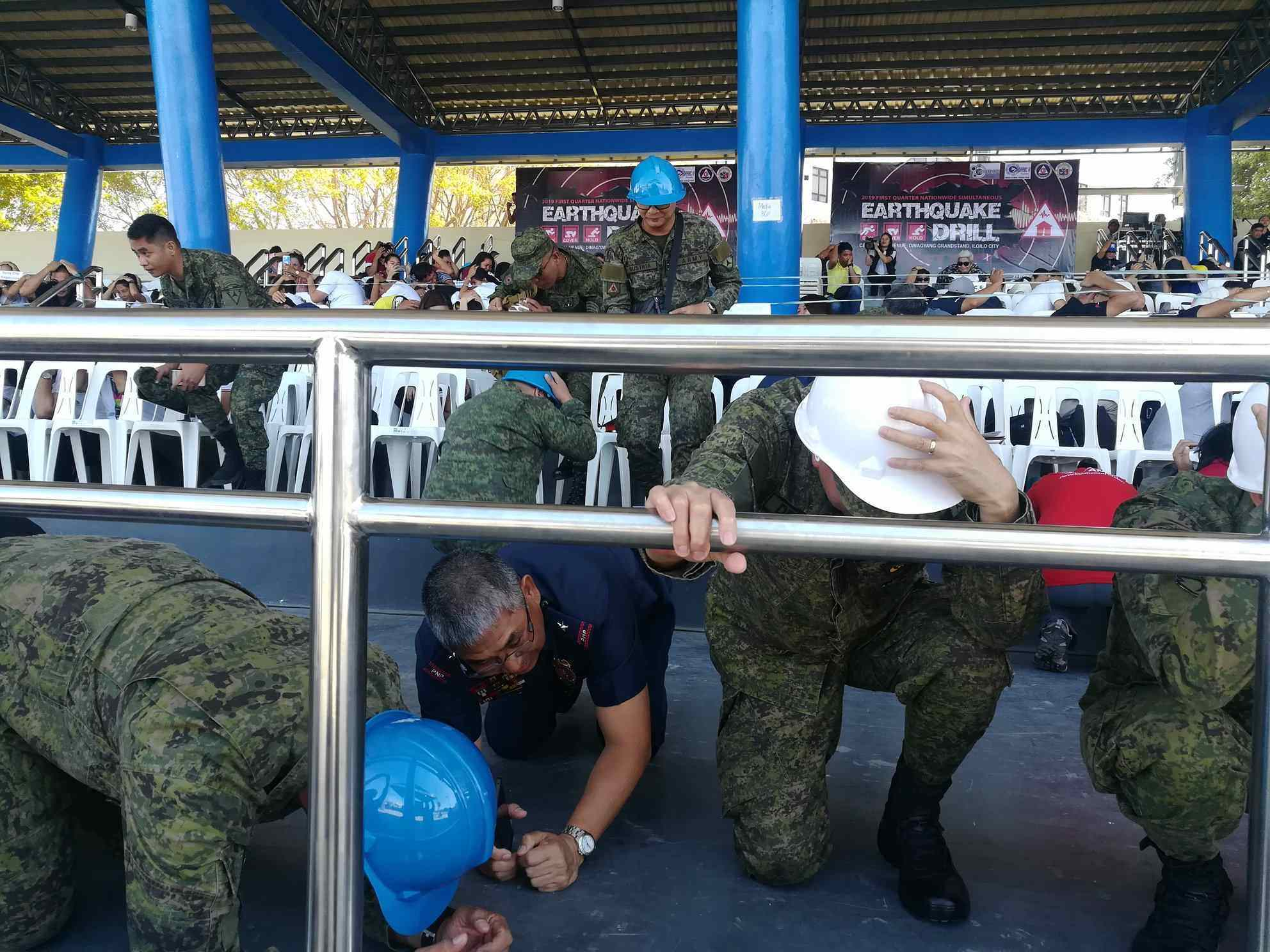 DUCK. Local army and police officials duck, cover, and hold during a simulation at the Iloilo City Dinagyang Grandstand on Thursday, February 21, 2019. Photo by Rhick Albay/Rappler