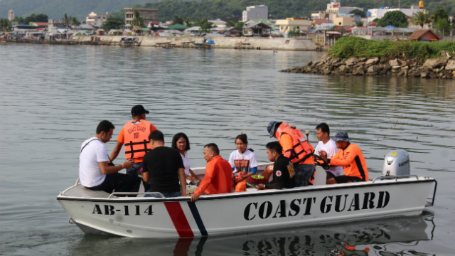 NEVER FORGET.? Organizers of the event and relatives of the rescuers who died during Typhoon Yolanda initiated a wreath-laying ceremony in the Cancabato Bay to remember those who risked their lives on that fateful day in 2013.