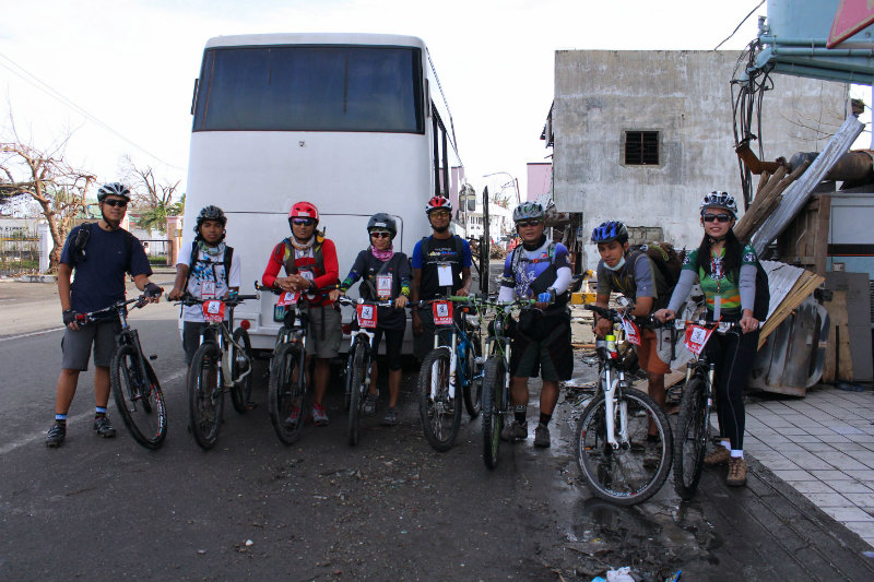 BAYANIHAN. The volunteer bicycle messengers from Bike Scouts Philippines are among the unsung heroes in the aftermath of Yolanda. All photos by Myles Delfin