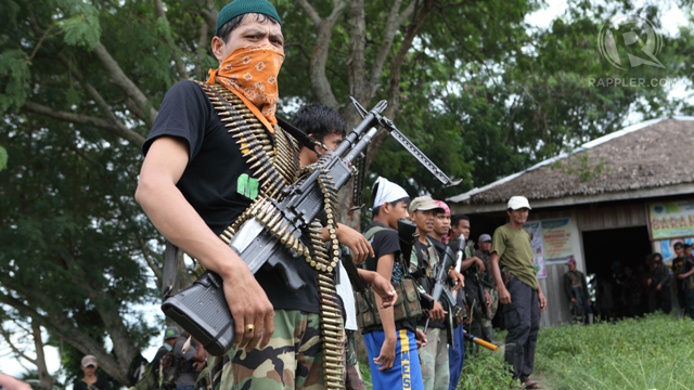 ENCOUNTER. Muslim rebels line up in their headquarters in Maguindanao.  File photo by Rappler
