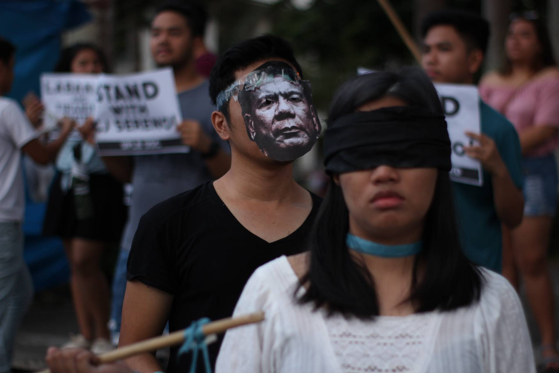 'WE DISSENT'. UPLB students hold a protest against the ouster of Chief Justice Maria Lourdes Sereno. Photo by Neren Bartolay