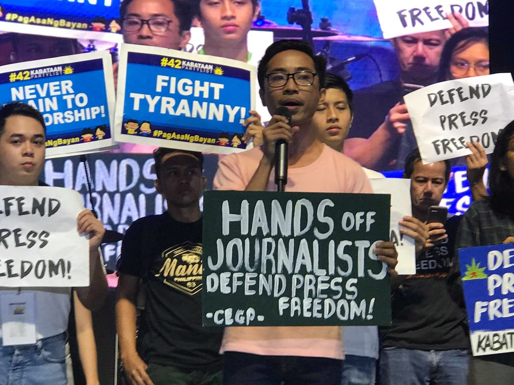 PRESS FREEDOM. Various organizations conduct a silent protest for Maria Ressa and press freedom at the UP Fair 2019. Photo by Kurt Dela Peña/Rappler