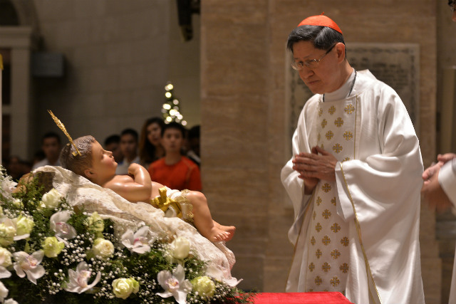 BEFORE LANDFALL. Manila Archbishop Luis Antonio Cardinal Tagle leads the Christmas Eve Mass at the Manila Cathedral on December 24, 2016, a day before Typhoon Nina (Nock-ten) made landfall in Catanduanes. Photo by Maria Tan/Rappler