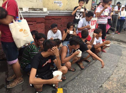 DUTERTE KITCHEN. Organizers of the pro-Duterte mobilization set up a Duterte kitchen at the venue to feed attendees arrozcaldo