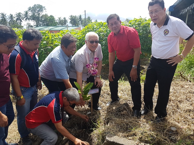 CEREMONIAL PLANTING. Governor Hermilando Mandanas led the coffee ceremonial planting in the launch of the Kapeng Barako Revival Project. Photo courtesy of Tina Ganzon-Ozaeta