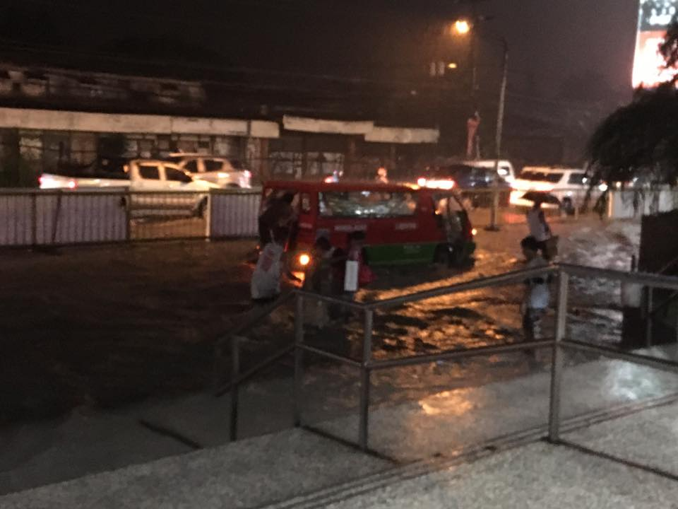 FLOODED. Bacolod experiences flooding due to heavy rain on Friday, September 22, 2017. Photo by Charles Hilado from Facebook.