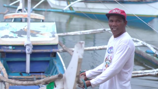 DUTY. Ricky Dela Cruz prepares his boat to patrol the marine protected area of Barangay Punta Bolocawe in Carles, Iloilo. Photo by David Lozada/ Rappler