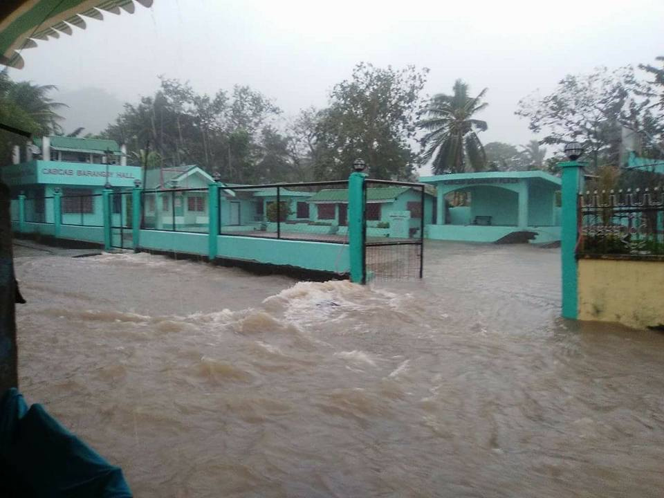 FLOODING IN CATANDUANES. Flashfloods are reported in San Andres town in the island province of Catanduanes as Typhoon Karen hammered across the Bicol region Saturday, October 15. Photo by Gerard Solsona