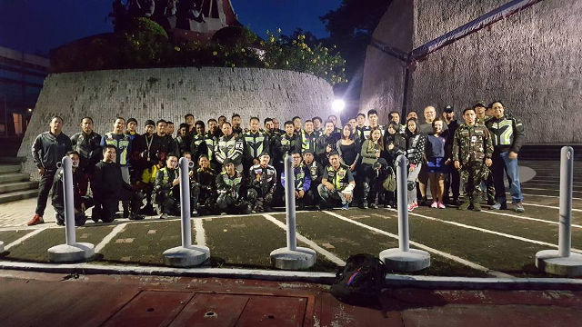 RIDERS FOR PEACE. Team Riders Philippines in front of the People Power monument. Photos from Team Riders Philippines Facebook Group.