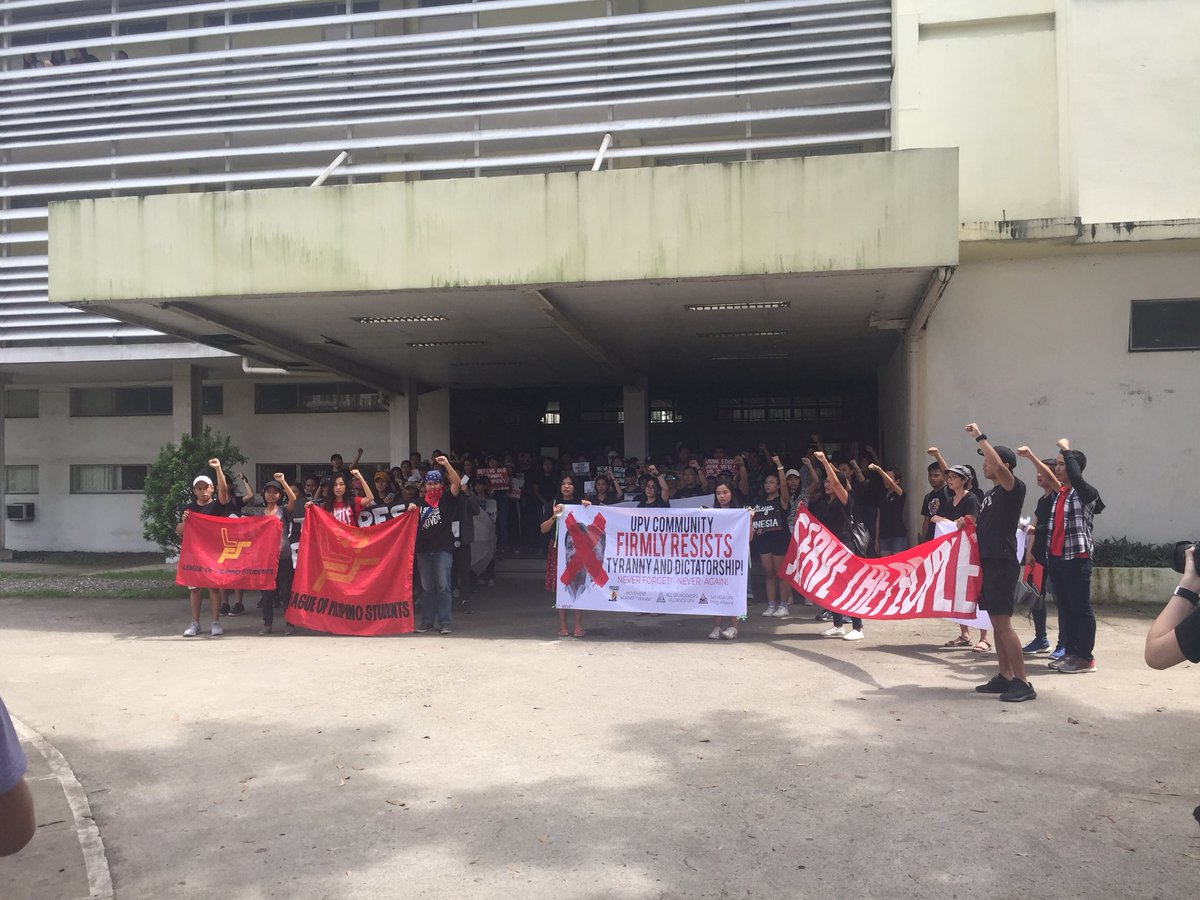 ILOILO YOUTH. University of the Philippines Visayas joins the nationwide protest on the 46th anniversary of Martial Law under Ferdinand Marcos. Photo by Carl Berwin/Rappler