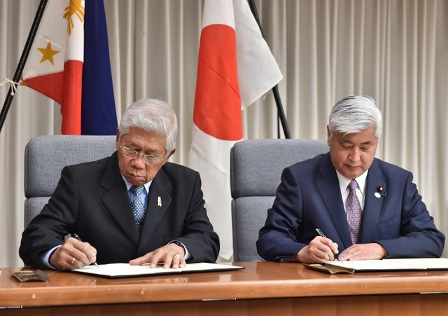 MUTUAL BENEFIT. Philippines and Japan defense chiefs sign an executive agreement on defense cooperation. AFP file photo