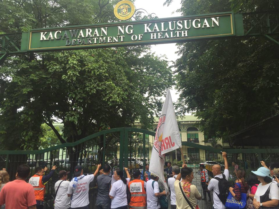 BETTER HEALTHCARE. Protesters bang the gates of the Department of Health to voice their concerns, including the privatization of public hospitals