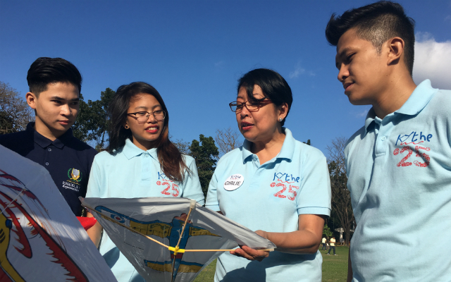 FOR THE KIDS. Girlie Lorenzo (2nd from right) and Rudy Labata (rightmost) talk to volunteers during the Kythe Kite Flying event at the Ateneo de Manila University on February 11, 2017. Photo by David Lozada/Rappler