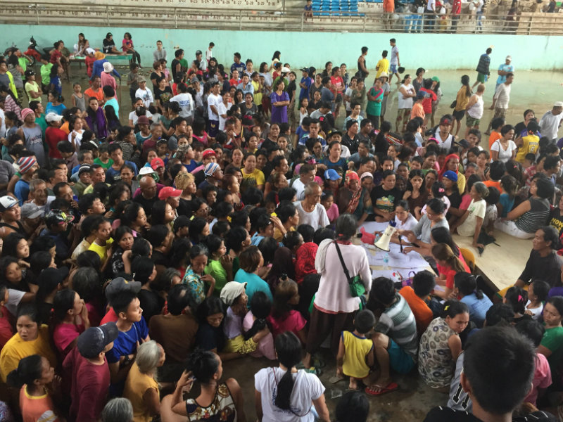 RELIEF EFFORTS. Evacuees at Poblacion, Kabasalan Gymnasium line up as they receive their relief food packs from the local municipal government. All photos by Bong Santisteban/Rappler