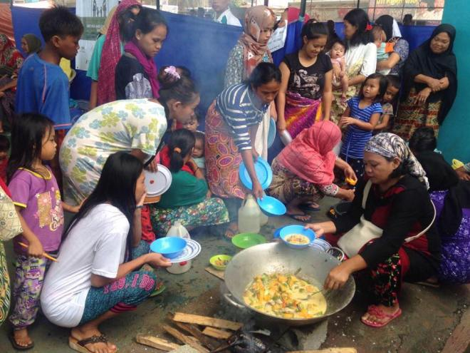 UNITED. A group of Maguindanoan women share a meal during one of the events of The Moropreneur Inc