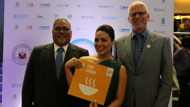 ZERO HUNGER. World Food Programme country director Praveen Agrawal, national ambassador against hunger KC Concepcion, and resident coordinator Ola Almgren vow to eradicate hunger as part of the 2030 Agenda. Photo by WFP/Anthony Chase Lim