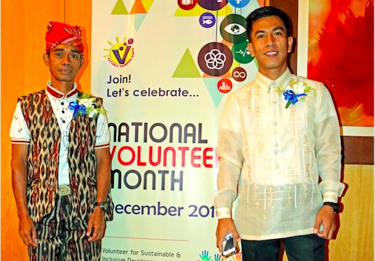 Indigenous leader Marcelo Gusanan and educator Ryan Homan are recognized as 2016 National Outstanding Volunteers by the Philippine National Volunteer Service Coordinating Agency. Photo by DSWD