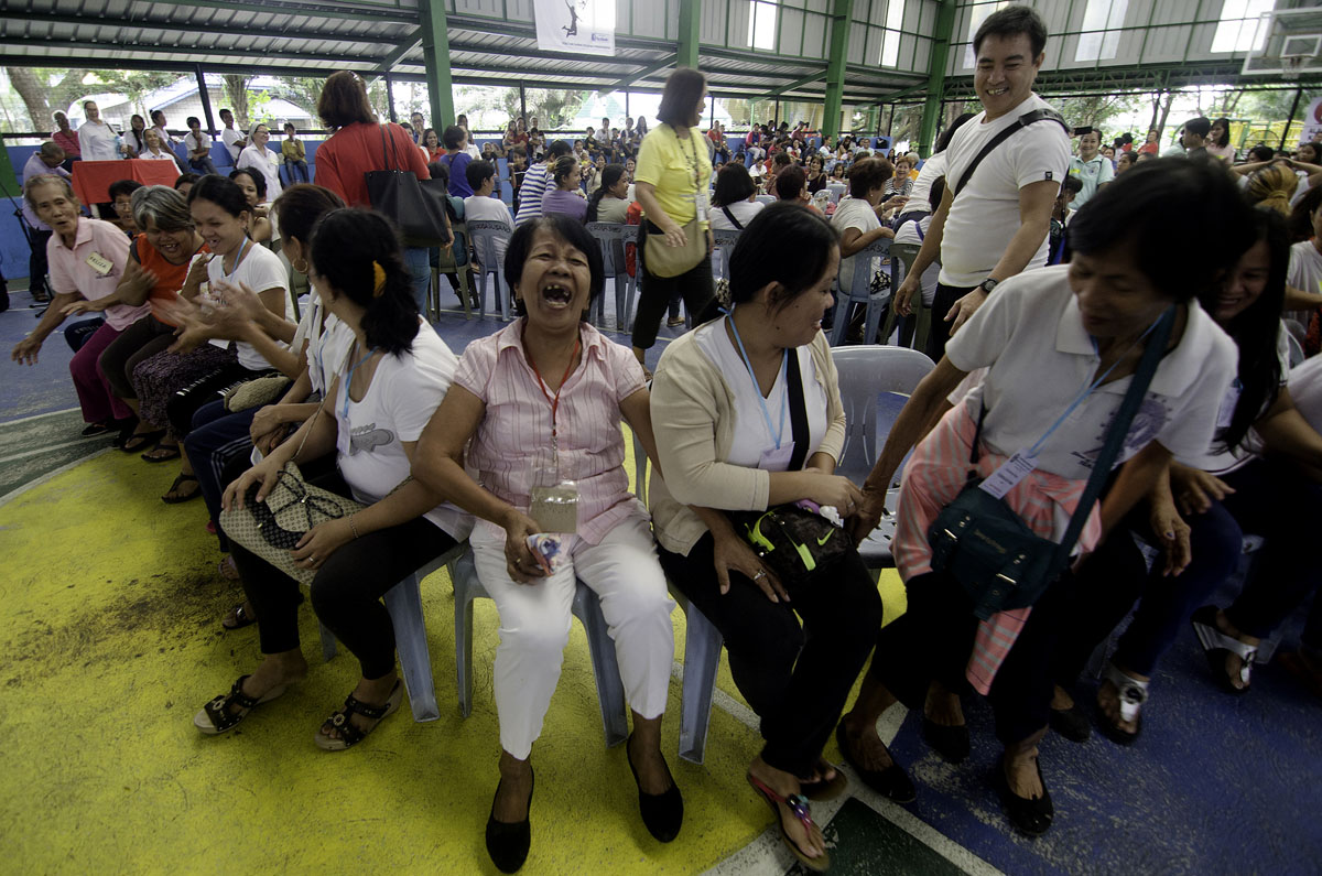STOP AND SIT. Moms and wives of EJK victims enjoy playing Trip to Jerusalem. Photo by Maria Tan/Rappler