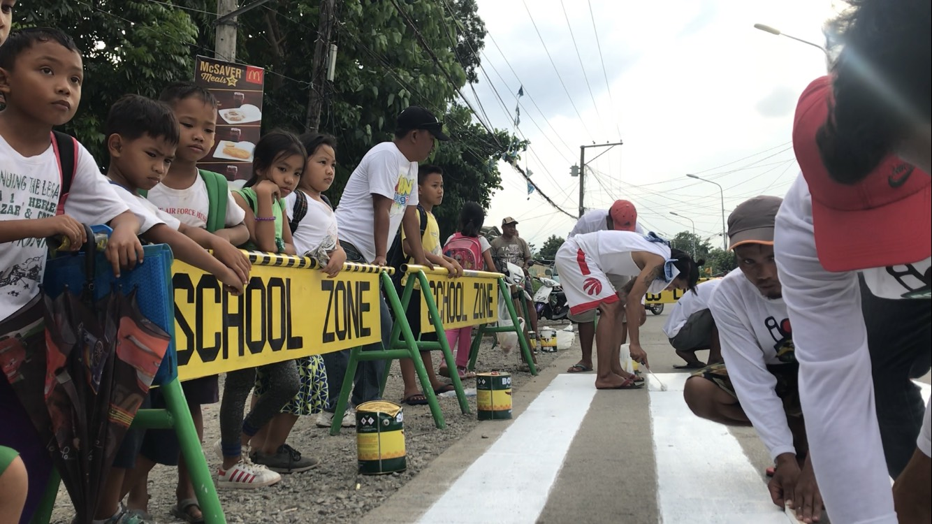 FREE PAINT. A businessman from Manila initiated painting of 9 areas in Tuguegarao City for free after watching an experiment by the local highway patrol group on Rappler. Photo by Raymon Dullana/Rappler