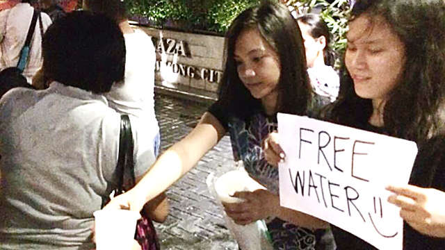 SISTERS ACT. A Facebook post showing sisters Ela and Frances Faith Florendo giving free water to stranded commuters during the INC rally inspire netizens. All photos courtesy of Alice Sanchez