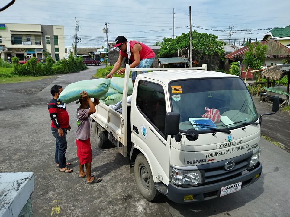 DISTRIBUTION. Goods distribution to the different parishes of 1st and 2nd District of Albay as provision for soup kitchen of the evacuees within the parishes. Photo from Social Action Center Legazpi Facebook page