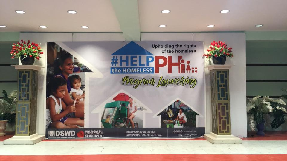 REACHING OUT. DSWD's #HelptheHomelessPH aims to raise public awareness on the real plight of homeless families. Photo grabbed from DSWD facebook page