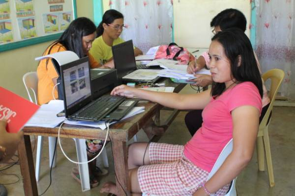 DEDICATION: LES teachers try to finish their year-end reports before noon so they could climb up the mountain again for internet connection. Photo by Alvin Advincula/Rappler