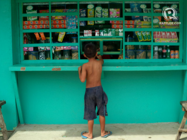 FOOD SECURITY. Among the poorest provinces in the Philippines, majority of poor families borrow money from retail stores to survive food shortage. File photo by Fritzie Rodriguez/Rappler