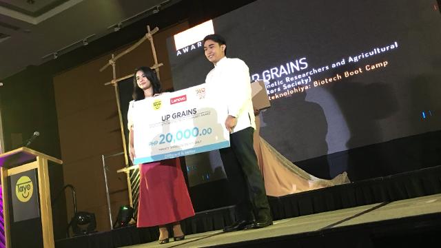 LAKBIOTEKNOLOHIYA. UP GRAINS representative Albert Caraan receives the Lenovo Tech Visionary Award during TAYO Awarding Ceremonies on February 22, 2018, at AG New World Manila Bay Hotel. Photo by Keb Cuevas/Rappler