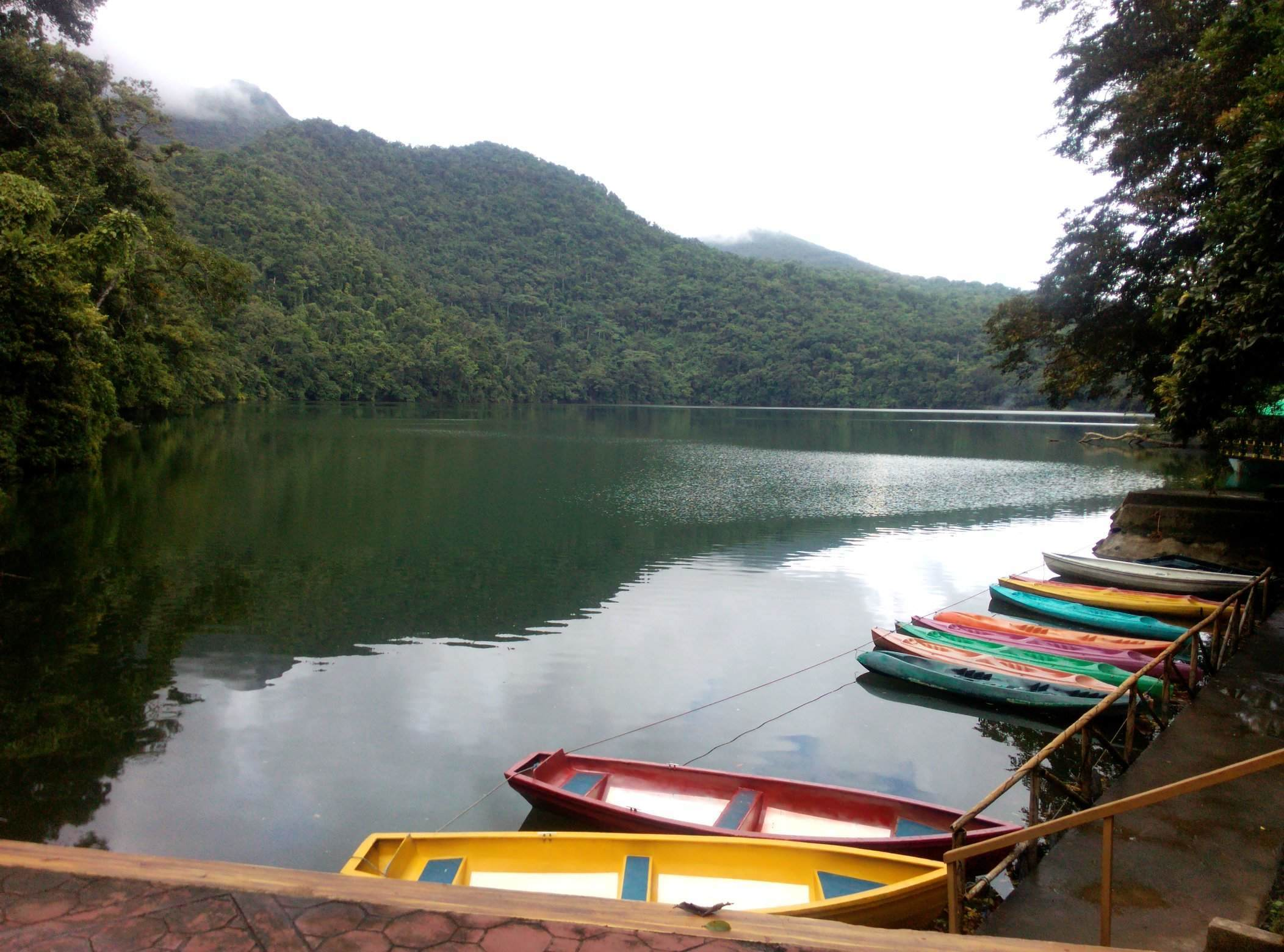 PEACEFUL. The calm waters of Lake Bulusan captures the heart of every tourists that seeks to relax and get away with city life. All photos by Bong Santisteban/Rappler