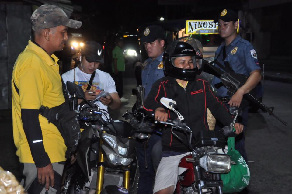"""NO HELMET. Philippine National Police Dasmarinas and barangay officials in city established checkpoints to implement the no-helmet policy due to recent shooting incidents. Photo from the official Facebook page of Mayor Elpidio """"Pidi"""" Barzaga"""