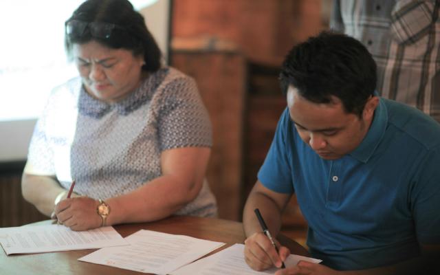 HIV ADVOCACY. FPOP Iloilo's Monaliza Diones and MovePH's David Lozada enter a partnership for HIV/AIDS advocacy in Western Visayas. Photo by Carlo Evidente/ Humans of Iloilo